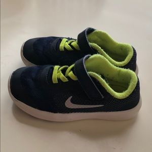Decent condition little Boy Nikes sz 9